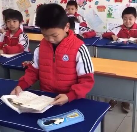 语文课上激情朗读《刘胡兰》,自己被感动哭的小学生是谁?