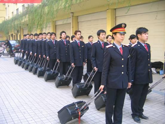 应届毕业的本科生去铁路系统上班怎么样?铁路系统上班工资待遇怎么样?